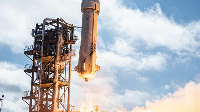 В компании Джеффа Безоса оспаривают контракт NASA со SpaceX для доставки людей на Луну