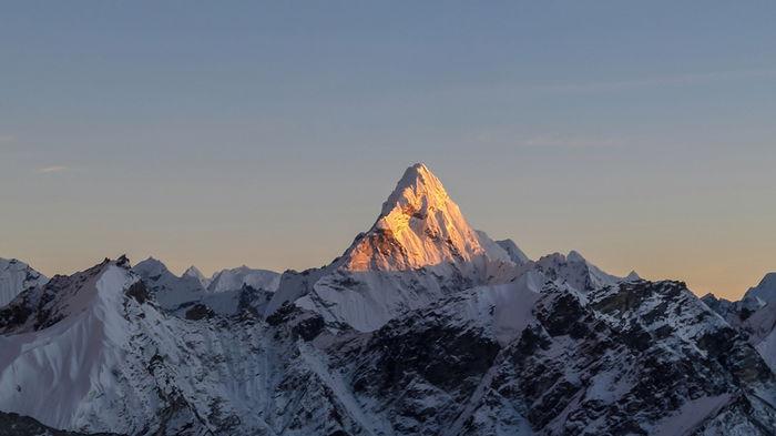 Китай установит разделительную линию на Эвересте из-за распространения COVID-19 в Непале