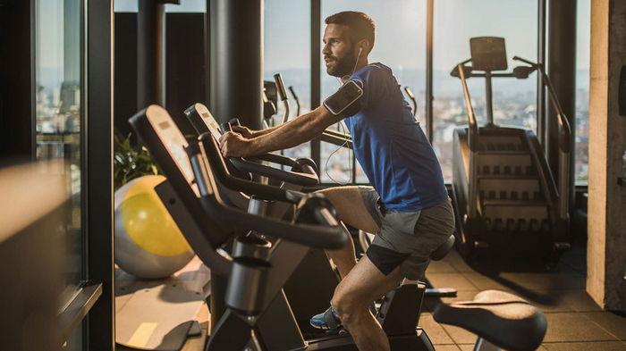 Спортзал быстрее делает людей счастливыми, чем деньги! Исследование