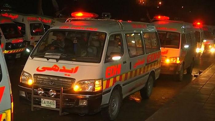 В Пакистане авто на скорости упало в канал: 11 жертв