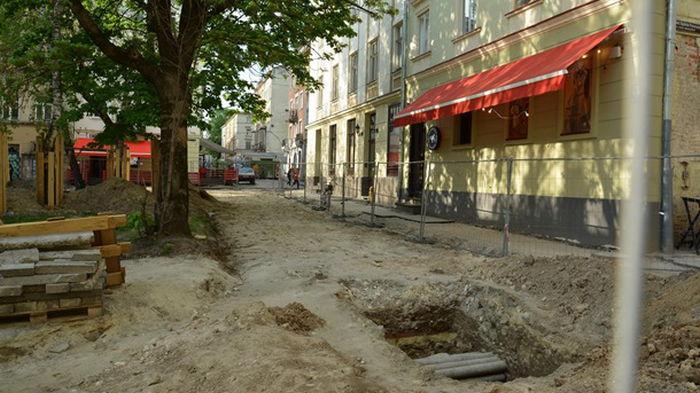 Во Львове обнаружили фрагменты средневековой стены (фото)