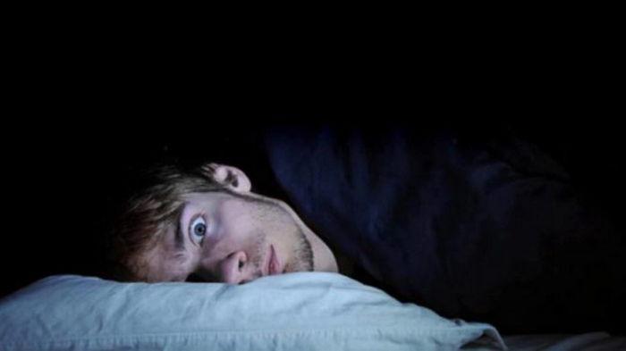 Почему люди спят с открытыми глазами: ответ ученых