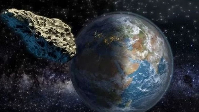 К Земле летит астероид