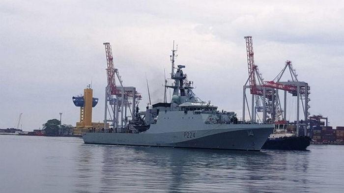 В порт Одессы зашел британский военный корабль (фото)