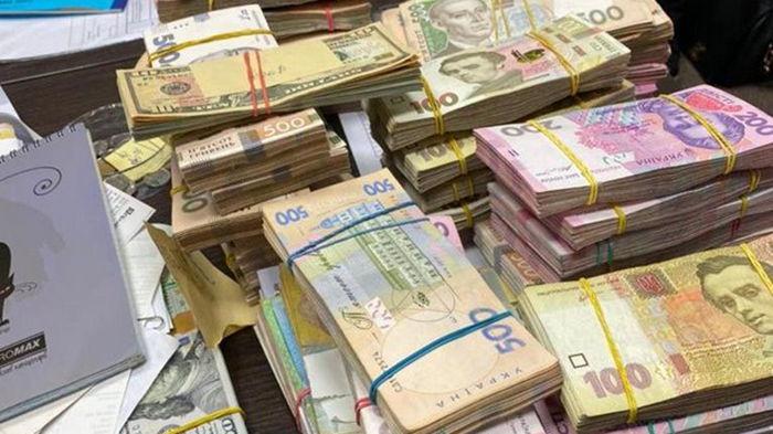 В Киеве продавцы брендовой одежды уклонились от уплаты налогов на 30 млн