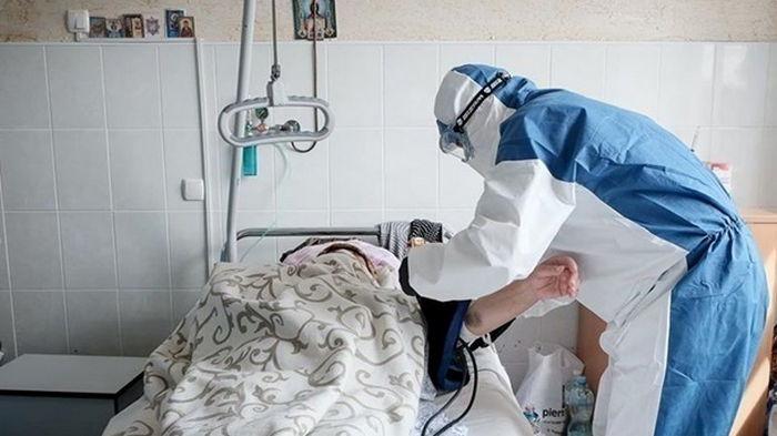 В Украине в два раза подскочил прирост COVID-19