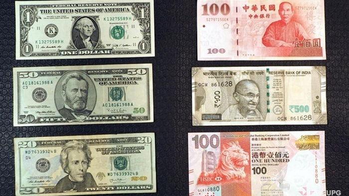 Юань укрепился к доллару до максимума за три года