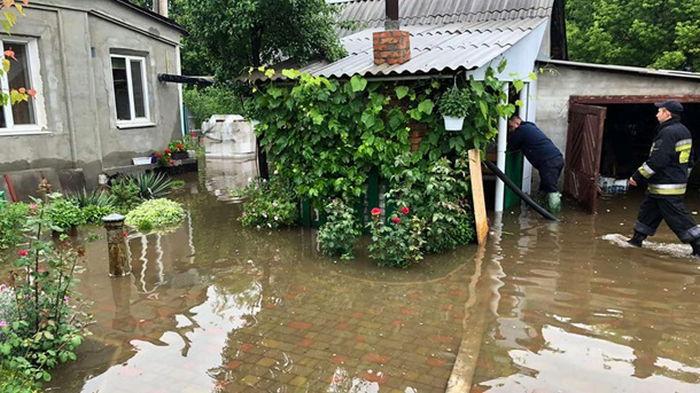 В Днепре из-за непогоды затопило 90 домов (видео)