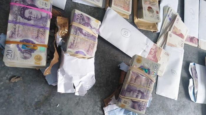 Пограничники изъяли две коробки с валютой на границе с Польшей (фото)