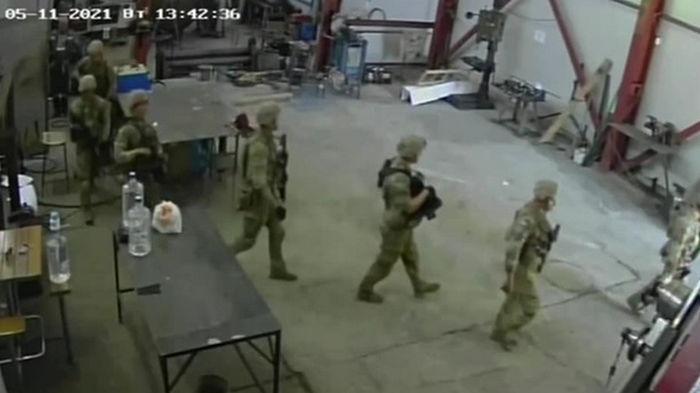 Американские военные во время учений ворвались в мастерскую в Болгарии