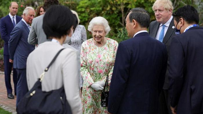 Королева устроила прием для лидеров G7