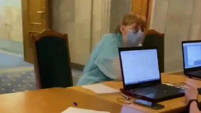 В Раде нардепов вакцинируют препаратом Pfizer