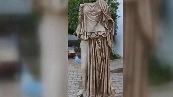 Найдена древняя статуя женщины возрастом около двух тысяч лет