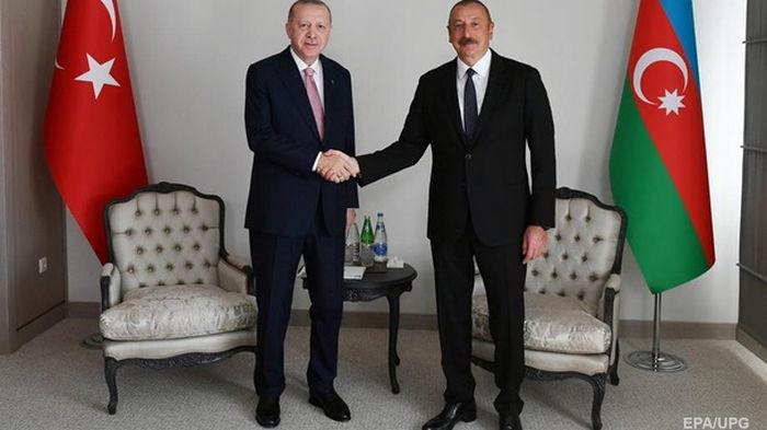 Азербайджан и Турция подписали декларацию о союзнических отношениях