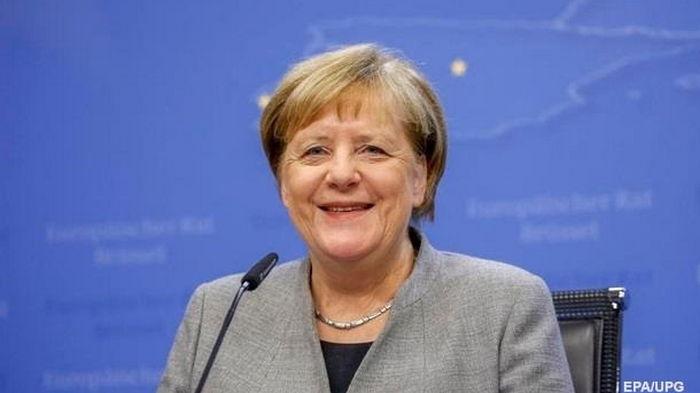 Меркель завершила COVID-вакцинацию