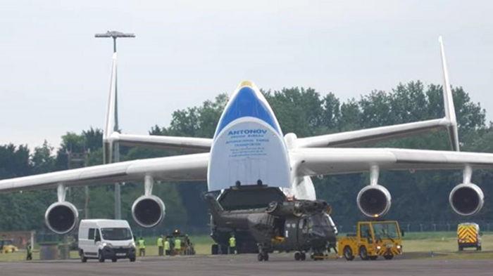 Гигант Ан-225 Мрия сдул забор авиабазы в Британии (видео)