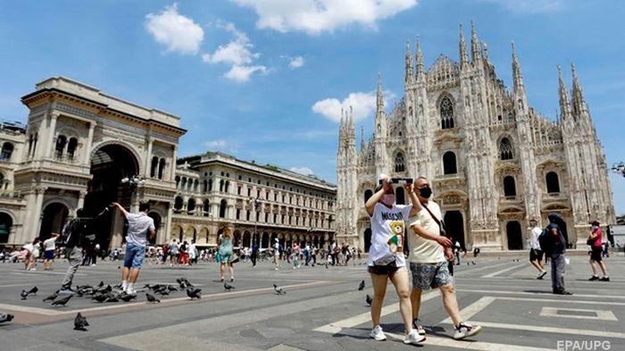 В Италии отменили ношение масок на улице