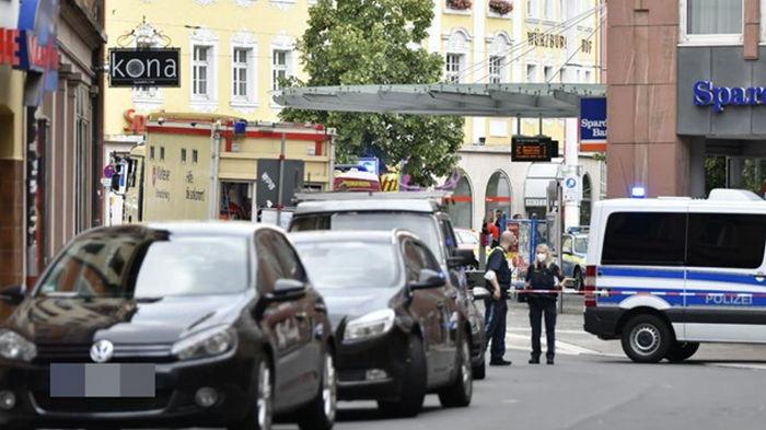 В Германии три человека погибли при нападении неизвестного с ножом