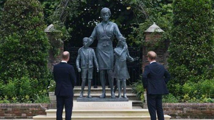 Принцы Гарри и Уильям открыли памятник принцессе Диане (фото)