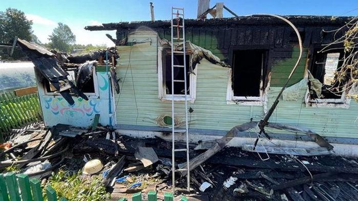 В РФ при пожаре в частном доме погибли пять детей