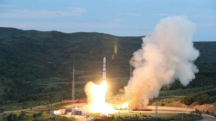 Китай запустил новую группу спутников