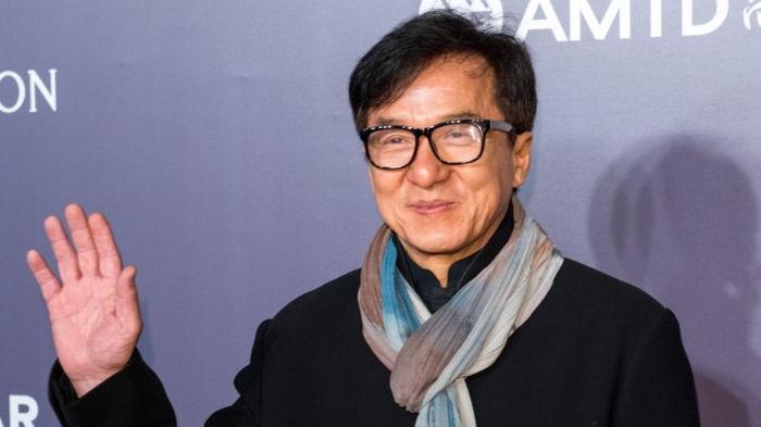 Джеки Чан хочет вступить в Компартию Китая