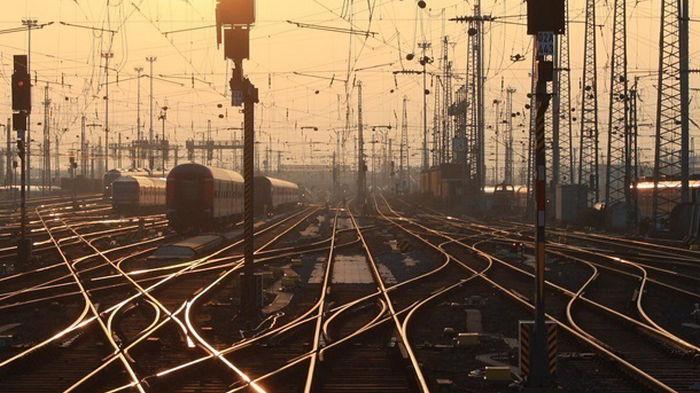 Последствия аварии поезда под Киевом устранены