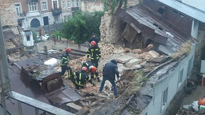 Во Львове обрушилась стена нежилого дома: погиб мужчина