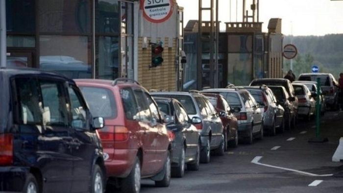 На западной границе Украины очереди из сотен машин
