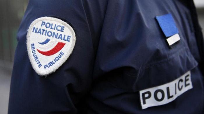 В Париже авто протаранило террасу кафе