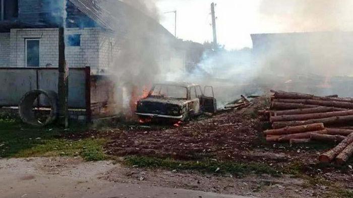 На Черниговщине дети случайно сожгли дом и авто (фото)