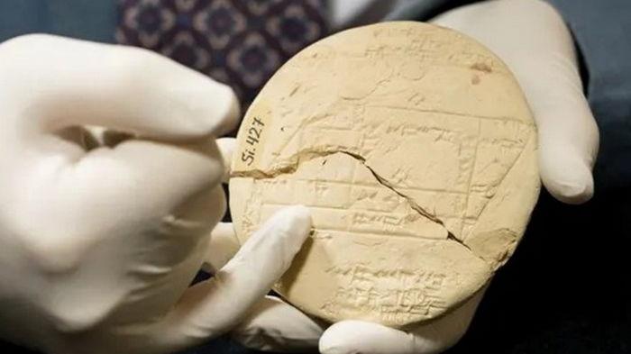На древней табличке обнаружены уравнения из прикладной геометрии