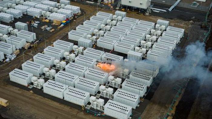 В Австралии четыре дня горела гигантская батарея Tesla (фото)