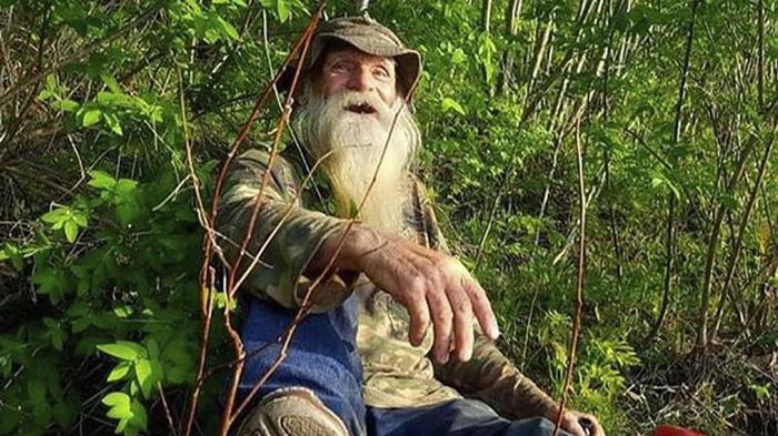 Отшельник после 30 лет в лесу вернулся к людям