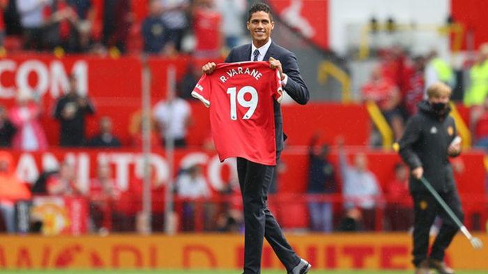 Манчестер Юнайтед представил Варана