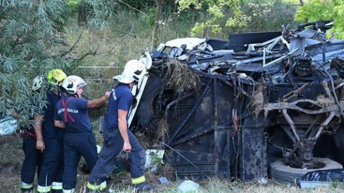 В Венгрии перевернулся автобус, есть жертвы