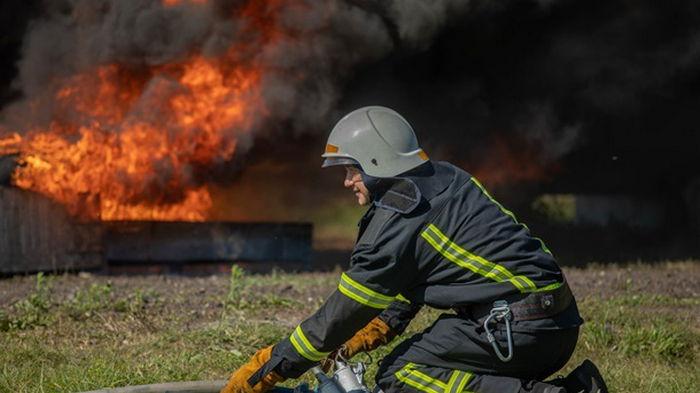 В Одесской области ликвидировали пожар на складах с зерном