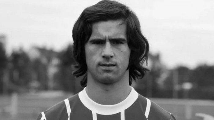 Величайших нападающий из всех: Легендарный немецкий футболист умер в возрасте 75 лет