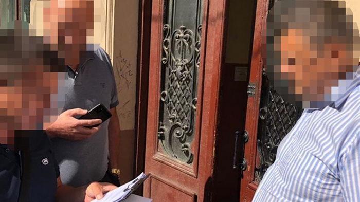 В Киеве полицейский более трех лет получал зарплату, не посещая работу