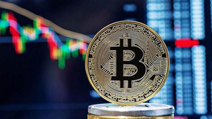Цена биткоина превысила $50 тысяч впервые с мая