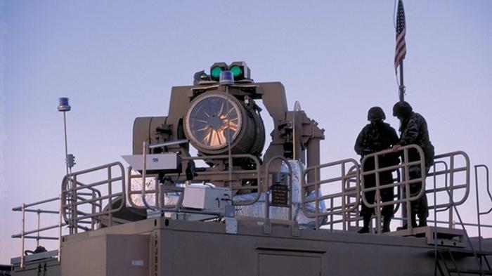 США впервые испытали лазер против дрона на море (видео)