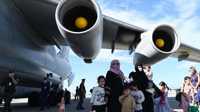 Эвакуации из Афганистана просят около 200 украинцев – Кулеба