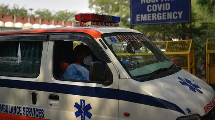 В Индии при столкновении микроавтобуса и грузовика погибли 11 человек
