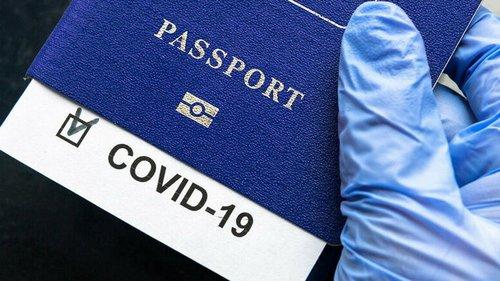 Во Франции без COVID-паспорта могут не пустить на работу