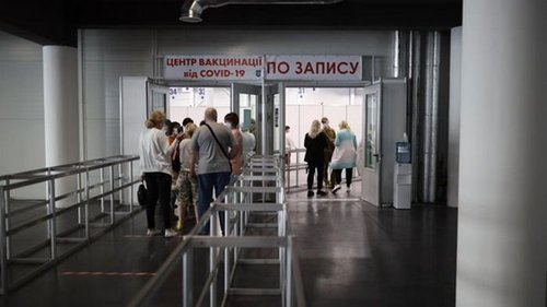 Половина населения Киева сделала COVID-прививки