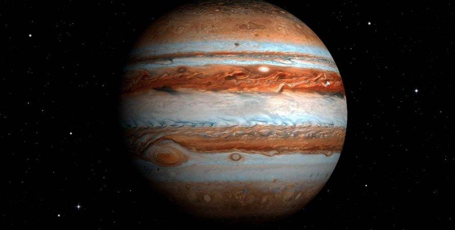 Ученые увидели, как в Юпитер врезался неизвестный объект