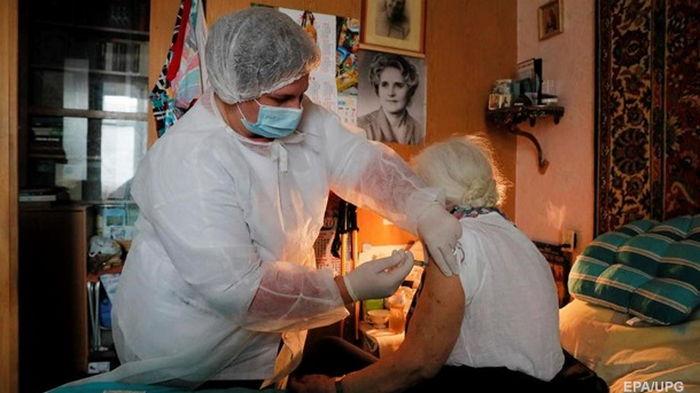 Минздрав начинает вакцинацию пенсионеров в селах
