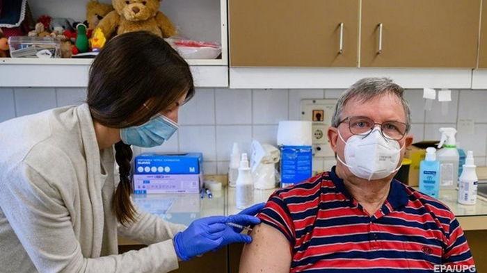 Почти 75% взрослого населения Германии привито от коронавируса