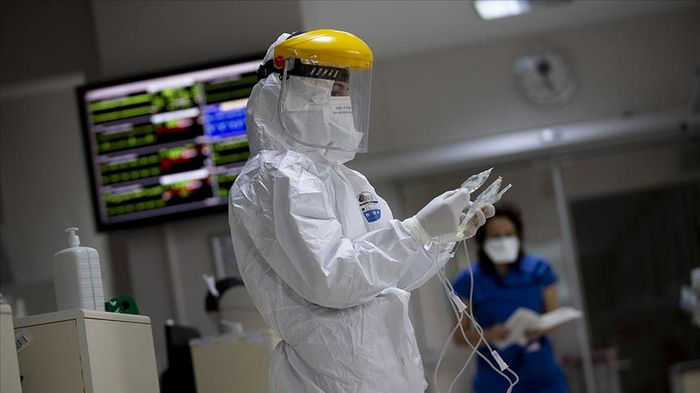 Число случаев COVID в мире упало на 25% за месяц