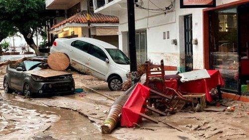 Из-за наводнений в центральной части Мексики повреждено тысячи домов